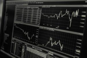 Chociaż geniusz Charlesa Henry'ego Dow i Edwarda Jonesa, którzy razem utworzyli Dow Jones & Co., który utworzył Dow Jones Industrial Average, został uznany za najbardziej niezawodny. DJIA